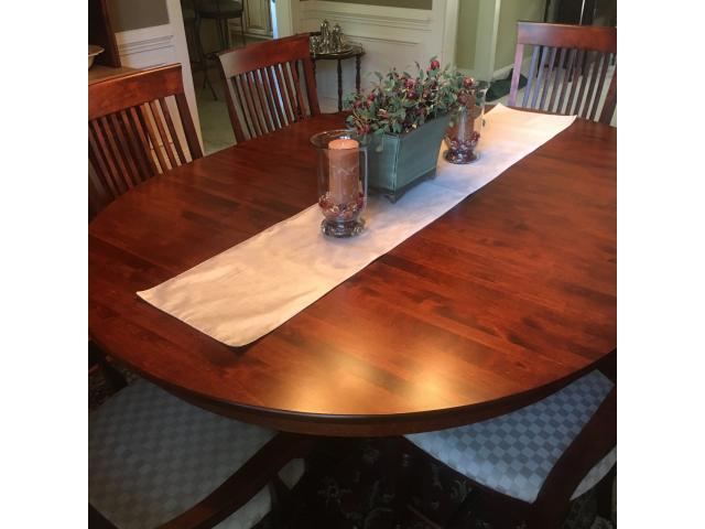 Thomasville dining room table, w/leaf and 8 matching chairs ...
