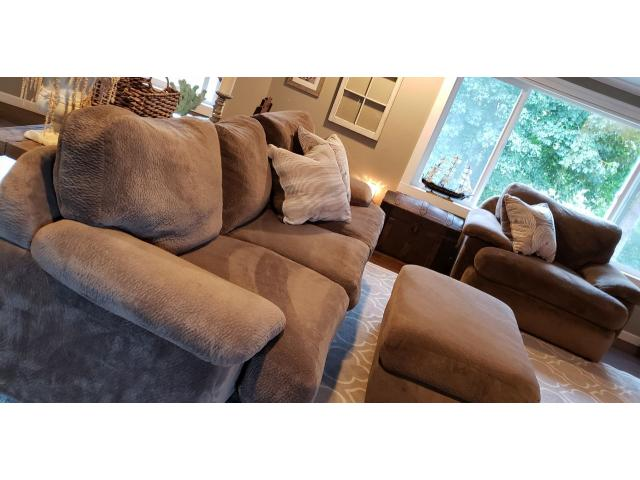 Swell Stanton Couch Oversized Chair And Ottoman In Coos Bay Creativecarmelina Interior Chair Design Creativecarmelinacom