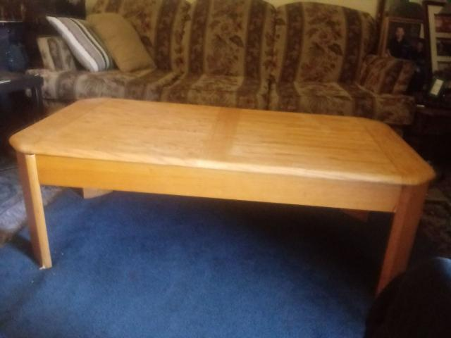 Miraculous Oak Coffee Table With Raiseable Top In Lawrence Douglas Machost Co Dining Chair Design Ideas Machostcouk
